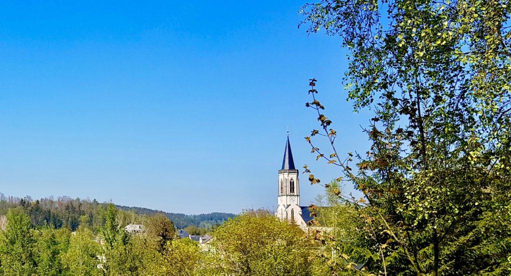 Kirche Neuhausen - Blick vom Schützenhausweg
