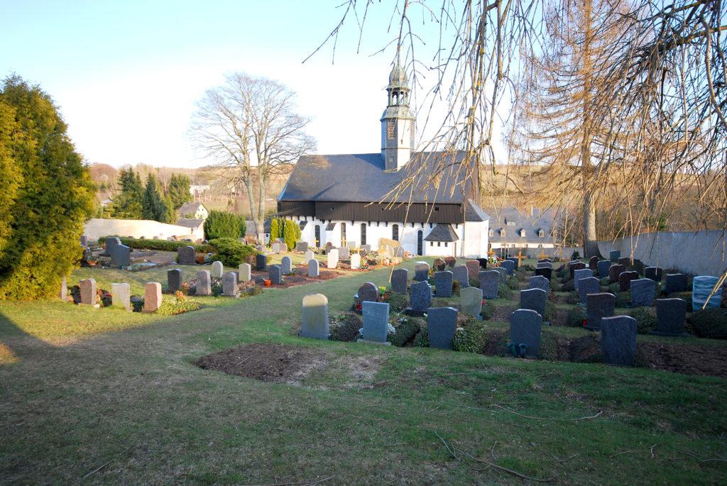Friedhof Dörnthal - Blick zur Kirche
