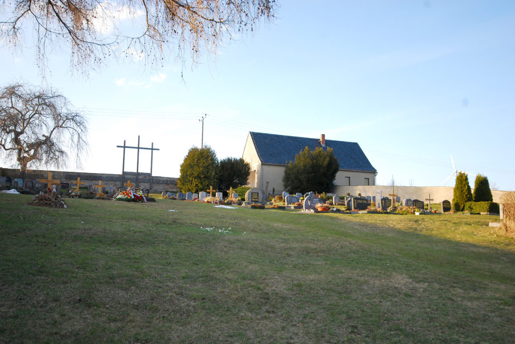 Friedhof Dörnthal - Blick zur Trauerhalle