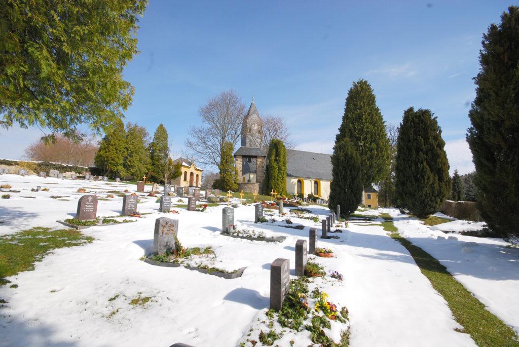 Friedhof Hallbach - Blick zur Kirche