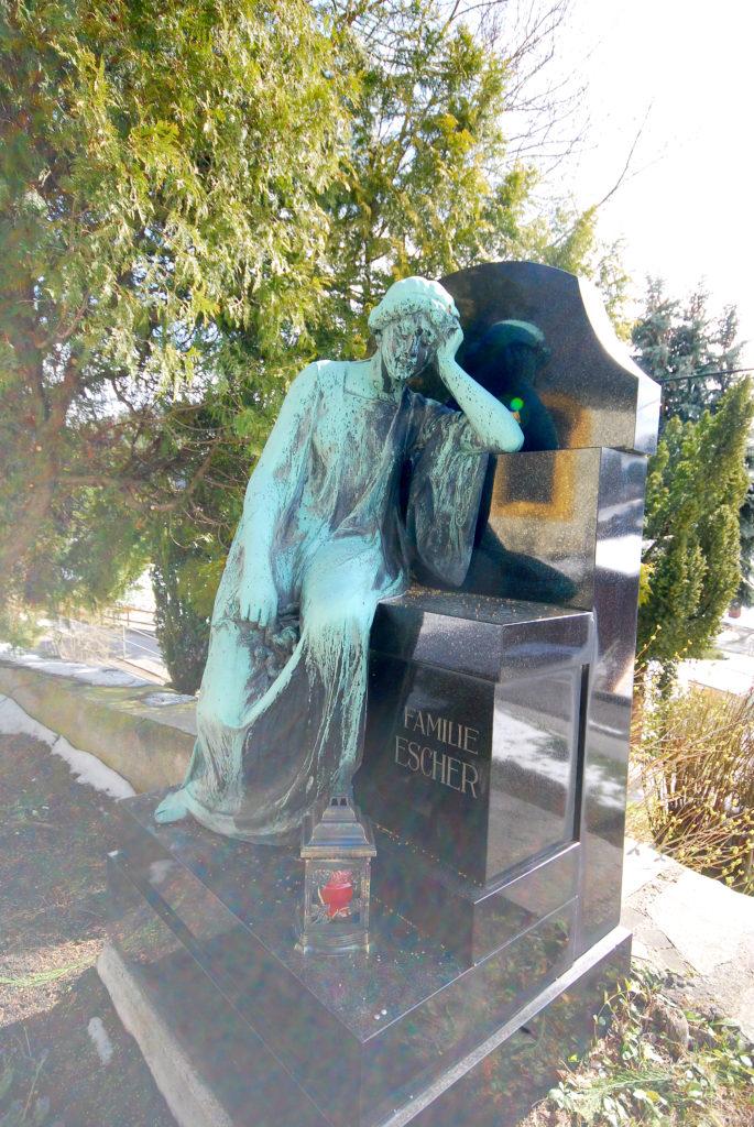 Friedhof Hallbach - Grabstatue