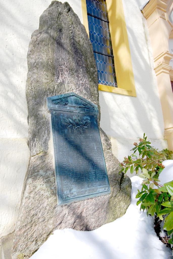 Kirche Hallbach - Kriegerdenkmal