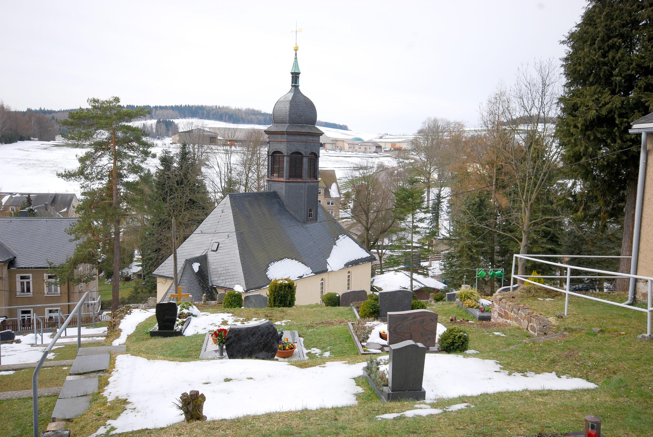 Friedhof Heidersdorf - Blick zur Kirche