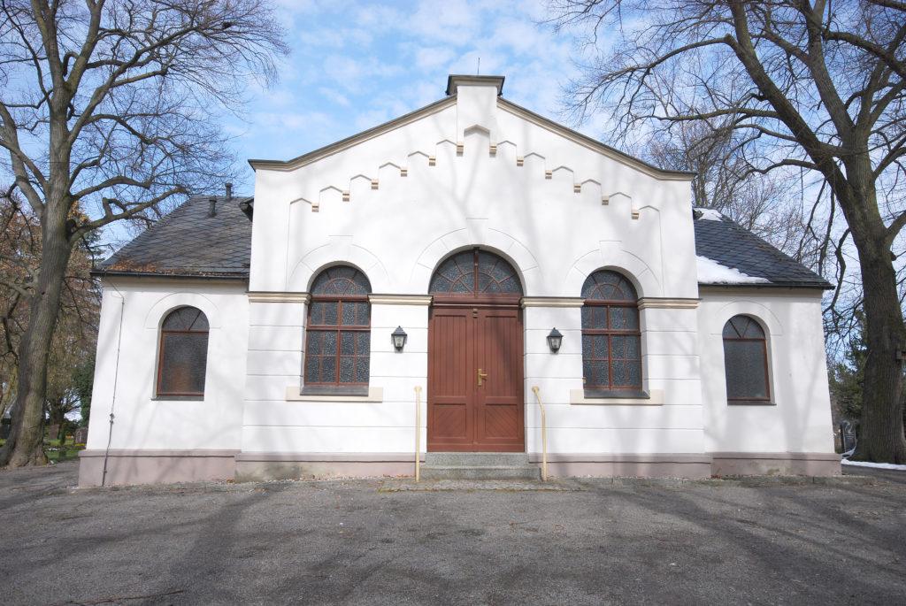 Friedhof Olbernhau - Trauerhalle - weiße Fassade