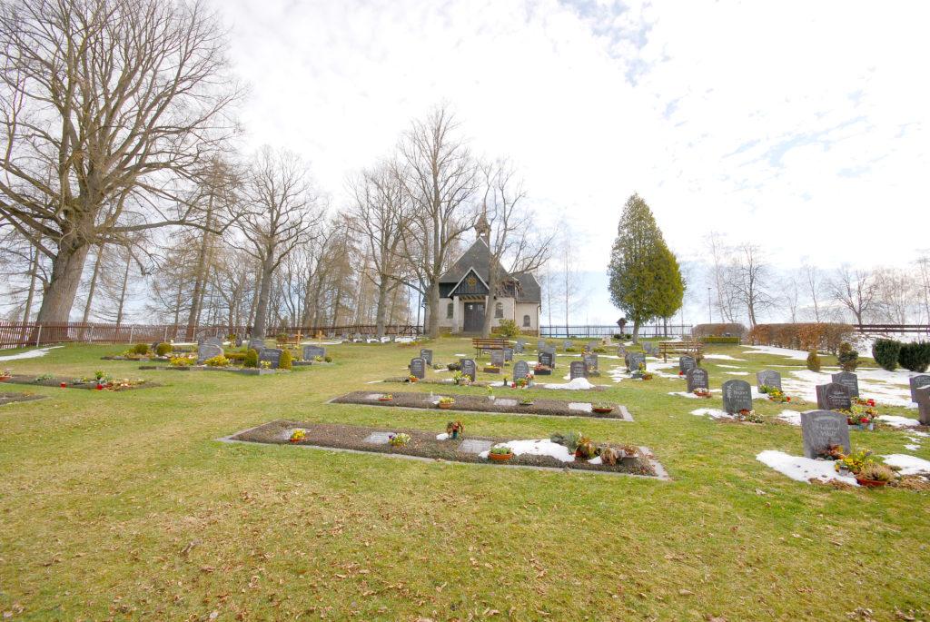 Friedhof Pfaffroda - Blick zur Trauerhalle