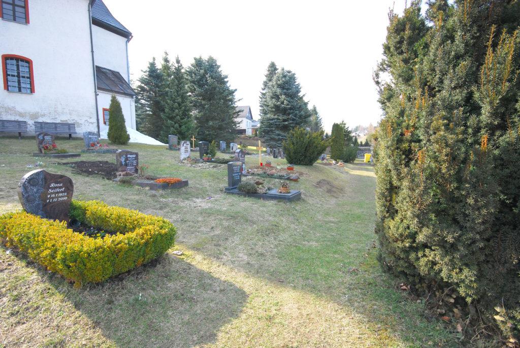 Friedhof Rübenau - mehrere Gräber