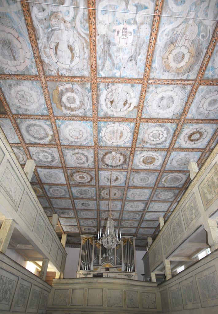 Kirche Dörnthal - Kassettendecke mit Orgel und Emporen