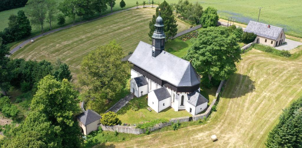 Kirche Dörnthal mit Friedhof - Luftaufnahme