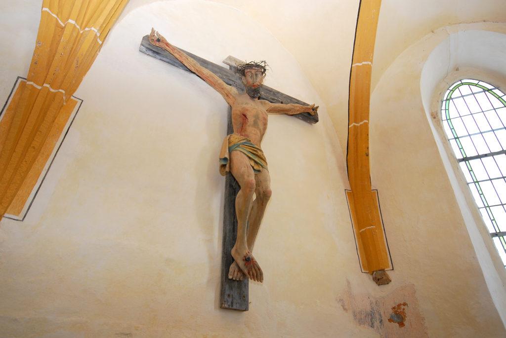 Kirche Dörnthal - gekreuzigter Jesus im Altarraum