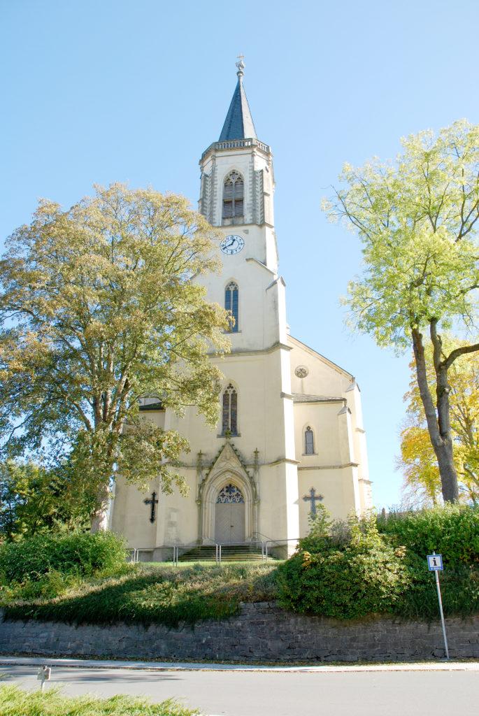 Kirche Neuhausen - Außenansicht Turmseite