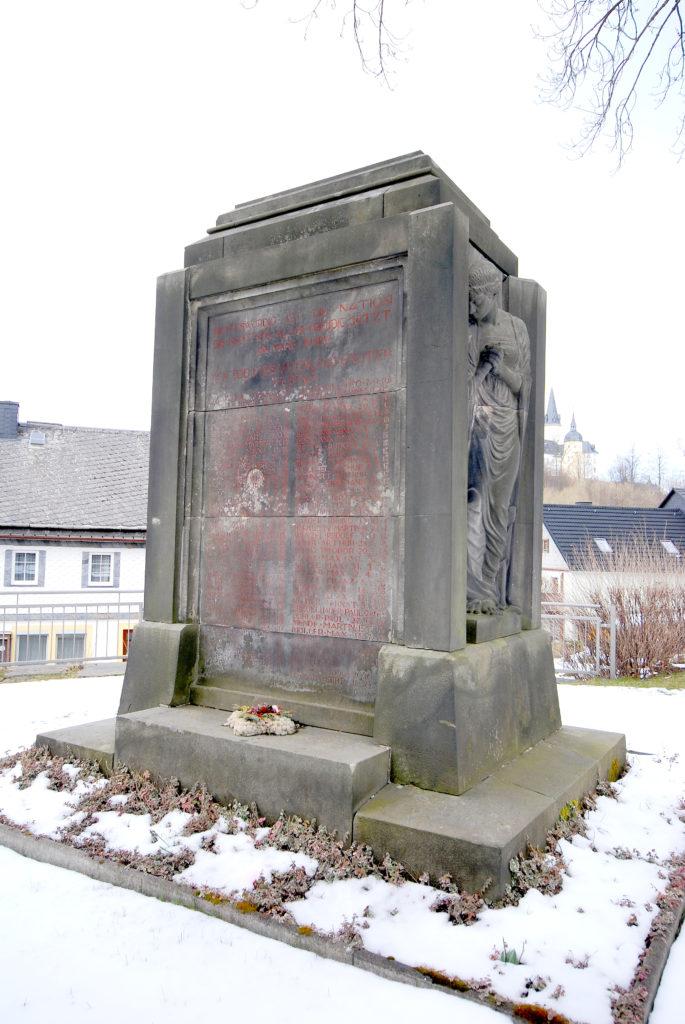 Kirche Neuhausen - Kriegerdenkmal
