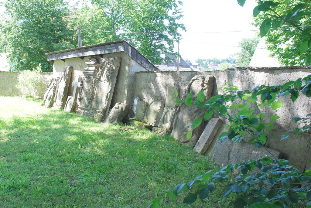 Kirche Pfaffroda - Steinplatten mit Wappen