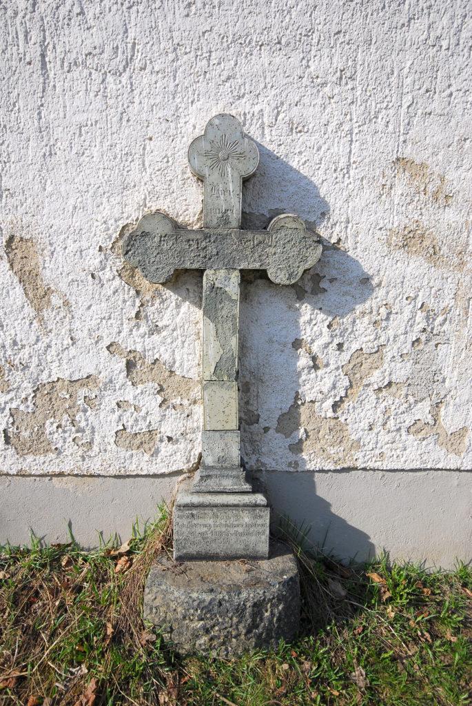 Kirche Rübenau - Steinkreuz